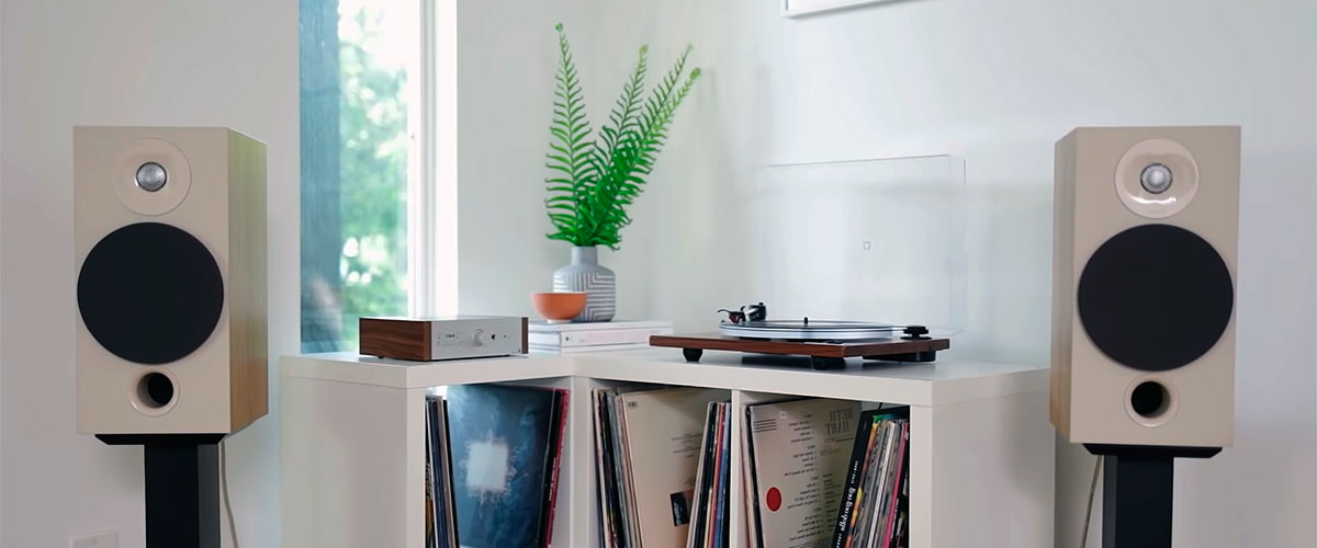 place vinyl speakers for sound